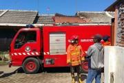 Diduga Korsleting, Rumah Sekuriti Warga Jrebeng Kulon Dilalap Api