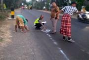 Dihantam Bus Mila yang Hendak Menyalip, Pemotor asal Lumajang Tewas