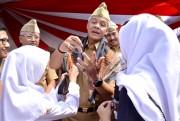 Usai Pidato Kepemudaan, Gubernur Jateng Dikado Siswa SMA