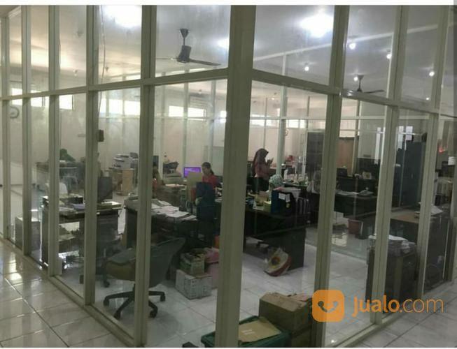 lokasi strategis gedung kantor 2 lantai,jl. raya jemursari prapen