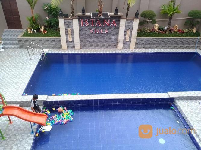 villa di batu dengan kolam renang