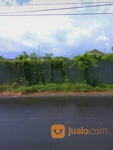 tanah di pinggir jalan raya dekat monjok