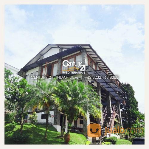 full furnish, villa 3 lantai di villa istana bunga, lembang,