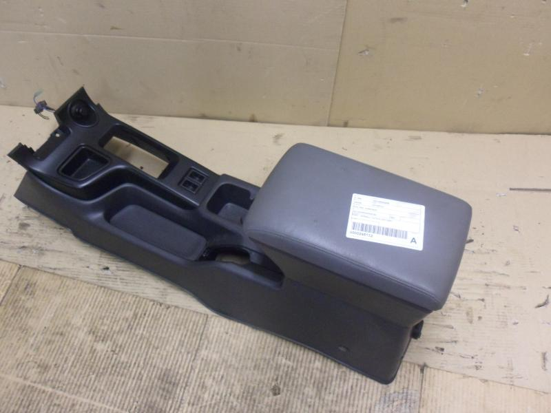 View Auto part Console Nissan Pathfinder 1999