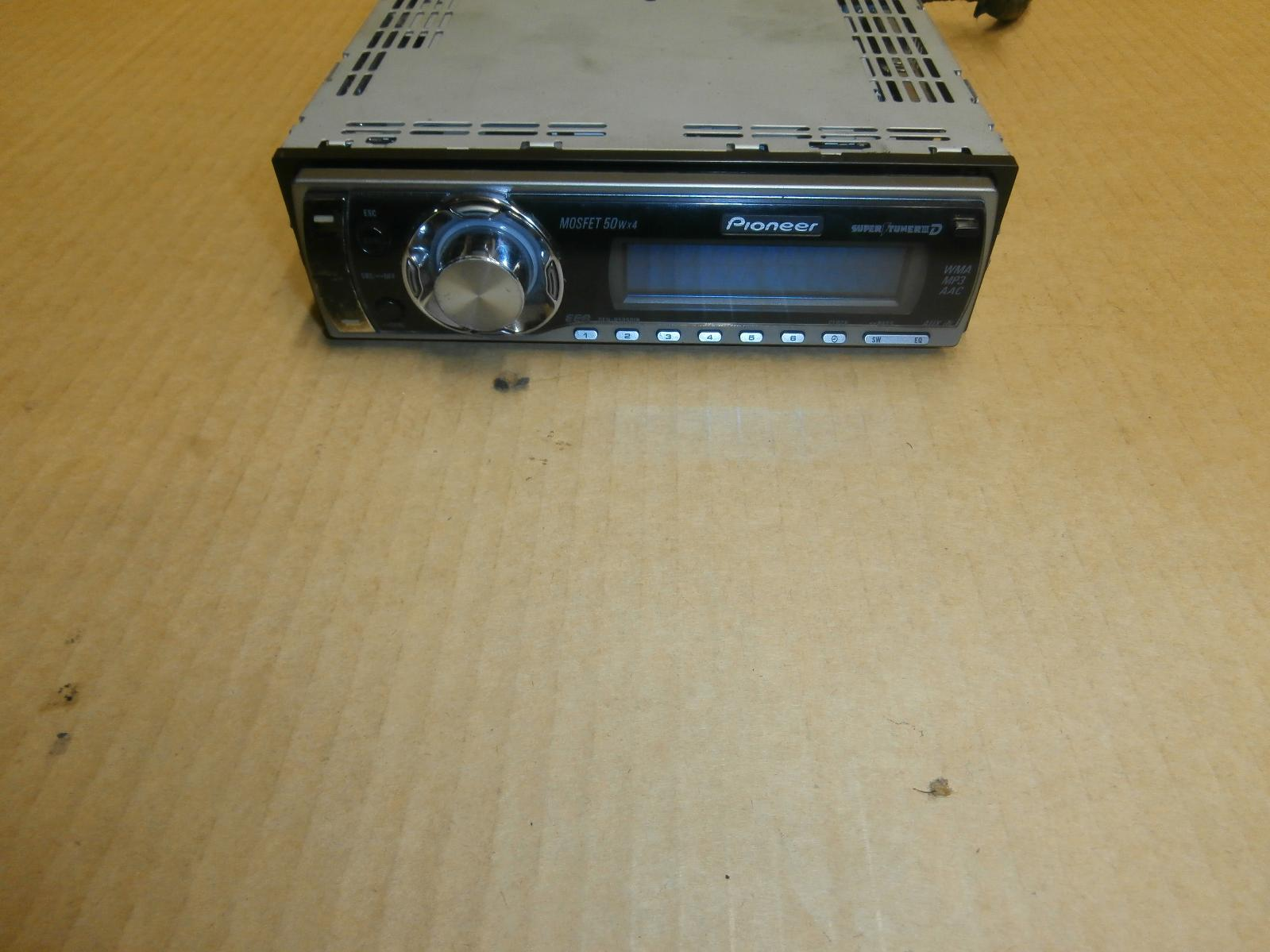 View Auto part Radio/Cd/Dvd/Sat/Tv Nissan Pathfinder 2000