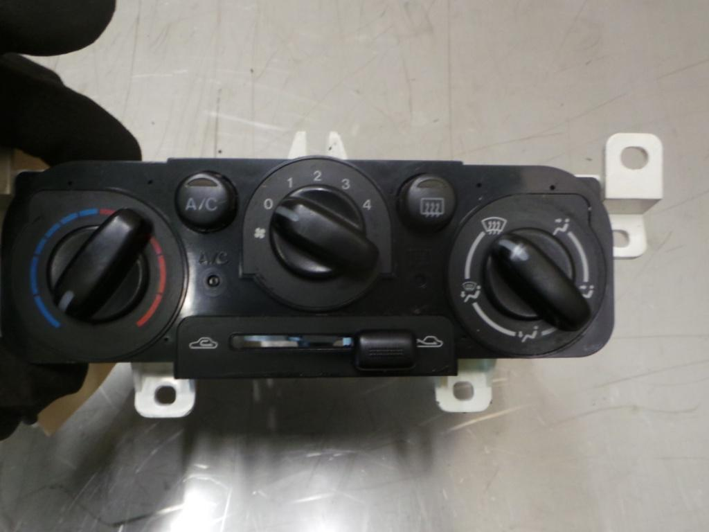 View Auto part Heater/Ac Controls Mazda 323 2001