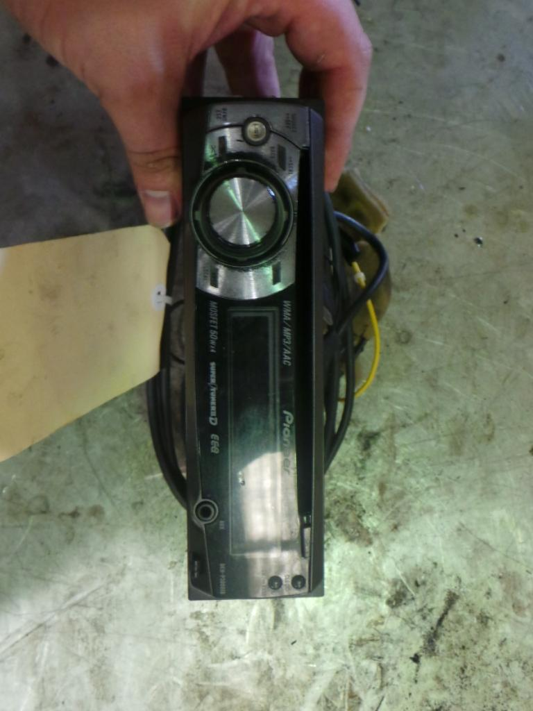 View Auto part Radio/Cd/Dvd/Sat/Tv Nissan Xtrail 2002