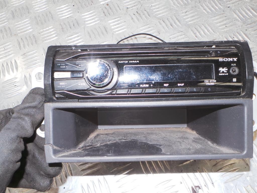 View Auto part Radio/Cd/Dvd/Sat/Tv Holden Rodeo 2004