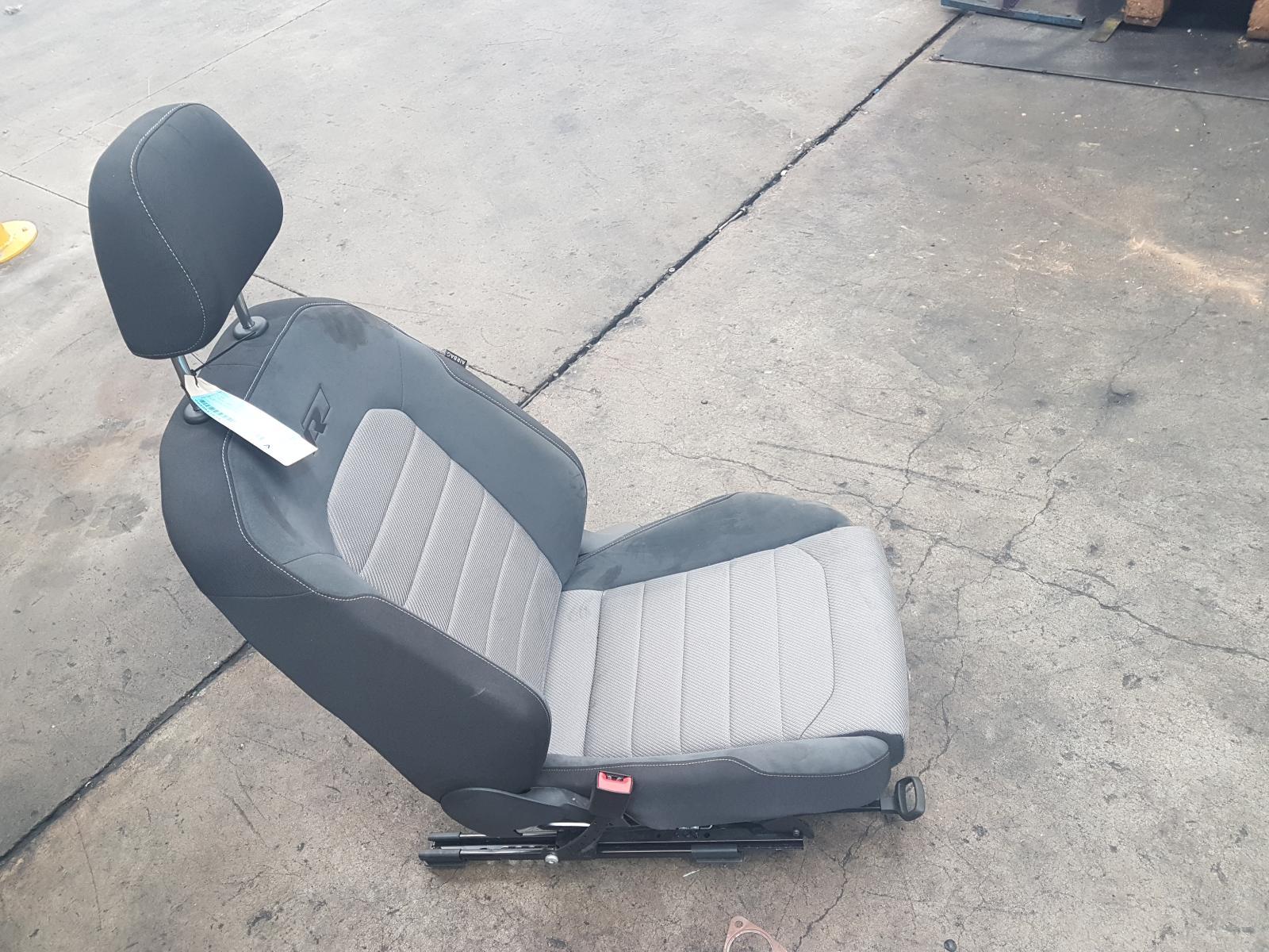 View Auto part Front Seat Volkswagen Golf 2014