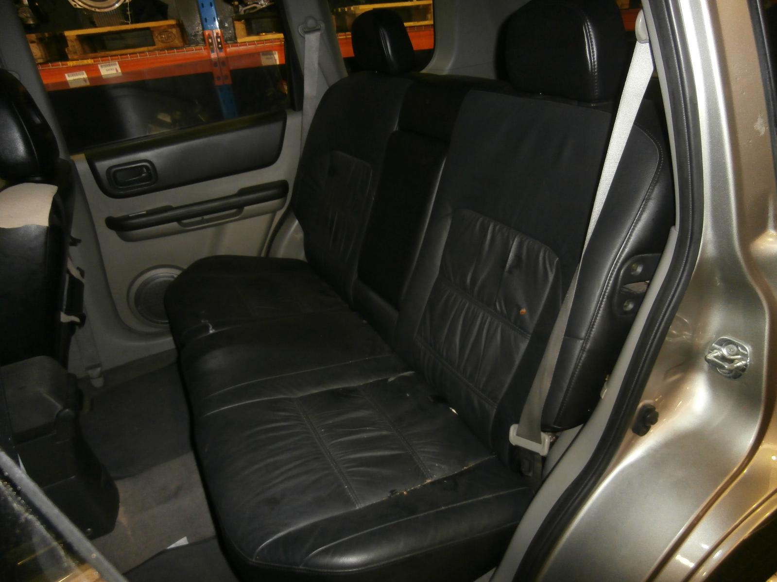 View Auto part Console Nissan Xtrail 2002