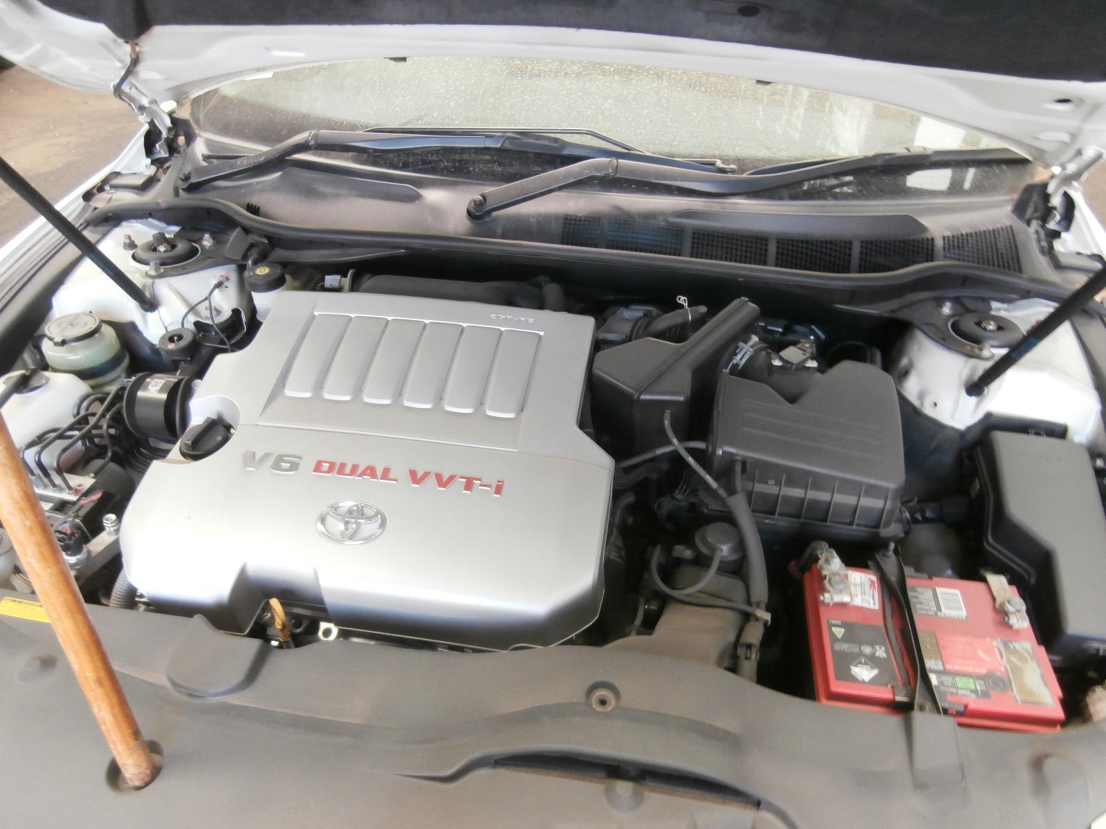View Auto part Bonnet Hinge/Strut Toyota Aurion 2008