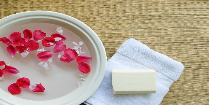 use-rose-water-for-beauty10