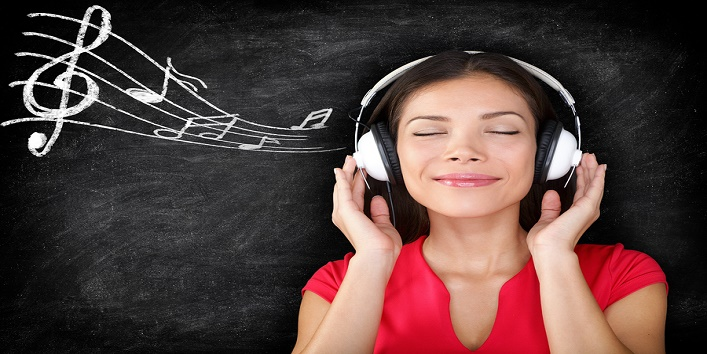 7 Harmful Effects Of Listening To Music Over Headphones