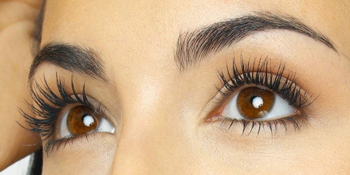 Thick lashes with baby powder