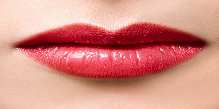 Use loose powder for long lasting lip colour