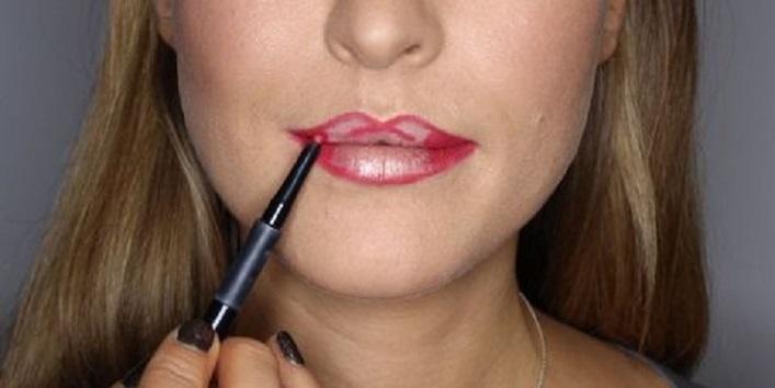 Use lip liner