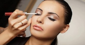 6-Makeup-Tips-For-Oily-Skin-To-Make-Your-Makeup-Last-Longer-cover