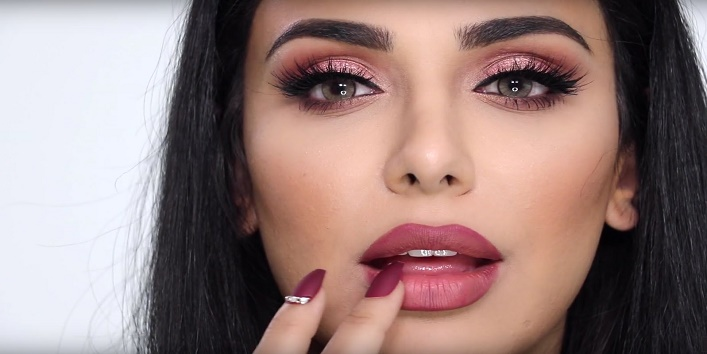 How-to-apply-highlighter-on-lips