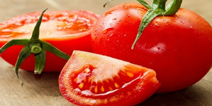 Use-tomatoes-to-make-your-lips-rosy