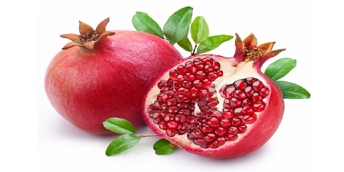 Pomegranate face pack for soothing dry skin