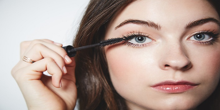 8-Makeup-Hacks-for-Girls-Who-Wear-Glasses-2