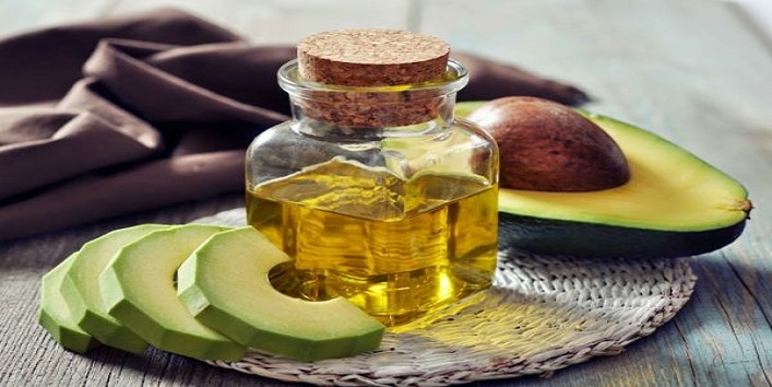 Avocado and olive oil face mask for hydrated skin