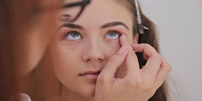 Hacks-to-Apply-Makeup-on-Dry-Skin-6
