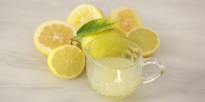 Lemon juice with onion juice to get rid of dandruff
