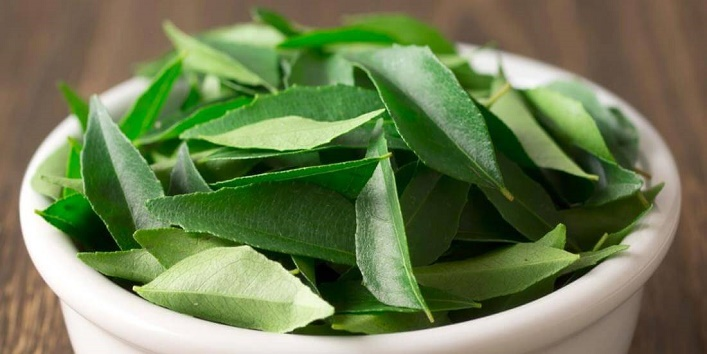 Curry leaves to rejuvenate your hair