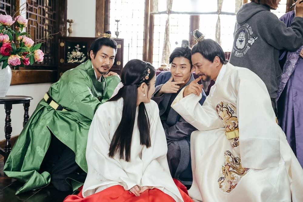 Scarlet Heart: Ryeo behind 3