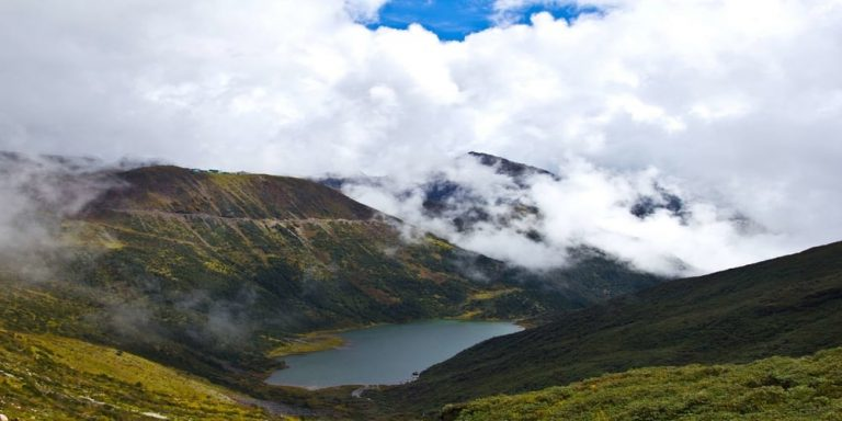 Madhuri_lake-Kesari-Tours