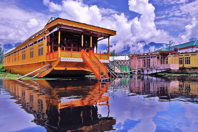 houseboat stay | kashmir summer packages Kesari tours