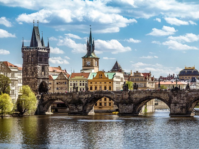 Wander across the Charles Bridge | things to do in prague with kesari tours