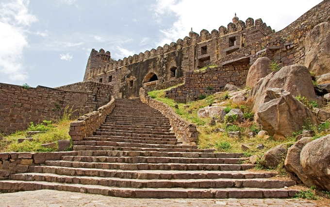 golconda-fort-kesari-tours