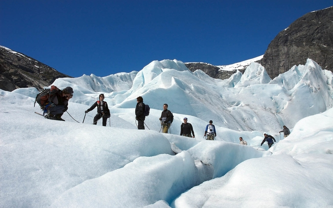 walk-on-a-glacier-kesari-tours