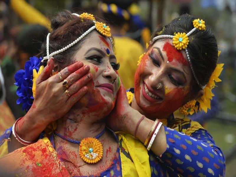 Holi in Kolkata | Kesari Tours | holi 2019
