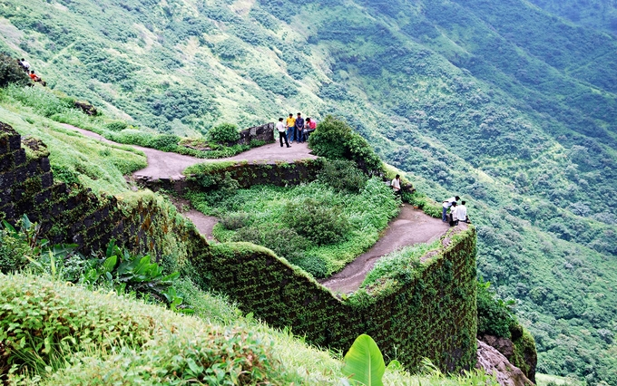 Monsoon treks to Sinhagad Pune