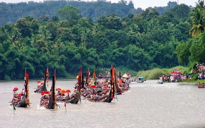 chundanvallam - boat races in kerala