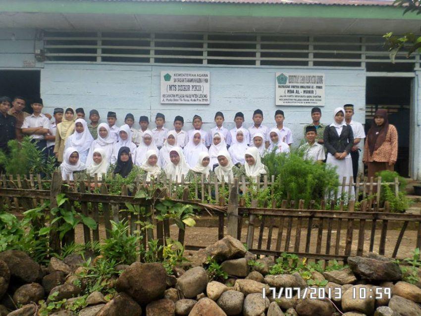 Photo Bersama di depn Gedung belajar
