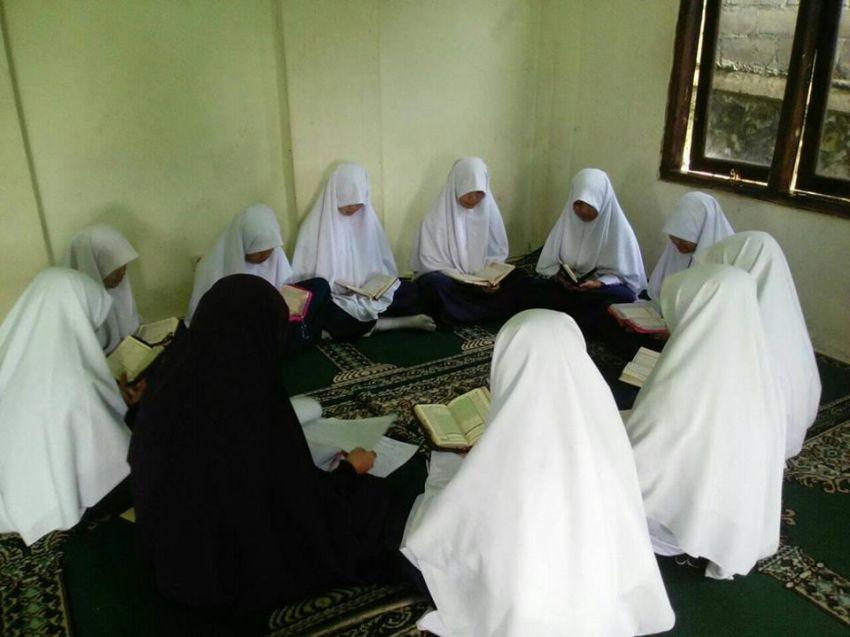 Rutinitas menghafal Al-Qur'an yang saat ini masih menggunakan sarana masjid sebagai tempat menghafal