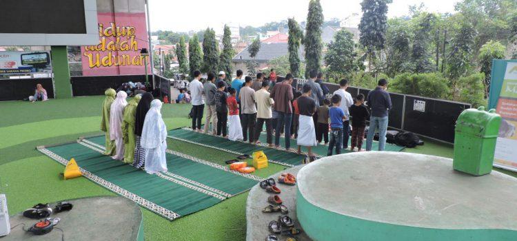 Mobile Masjid di Taman Film Bandung