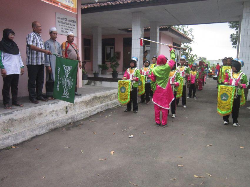 Acara Karnaval  Bersama dengan Anak Yatim Piatu dengan di Iringi 3 Grup MarchingBand, Star dari Kantor kecamatan Finiesnya di Asrama Putra Pondok Pesantren Al - Mubarokah