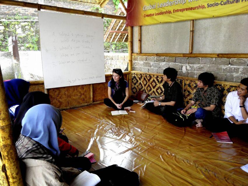 Saung Inggris Wisdomnesia English