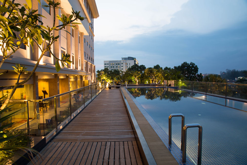 Batam | Grand-I Hotel + 2-Way Ferry + Land Transfer + Breakfast