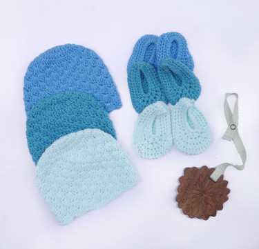 Set of 3 Gradient Blue Cap and Booties Set