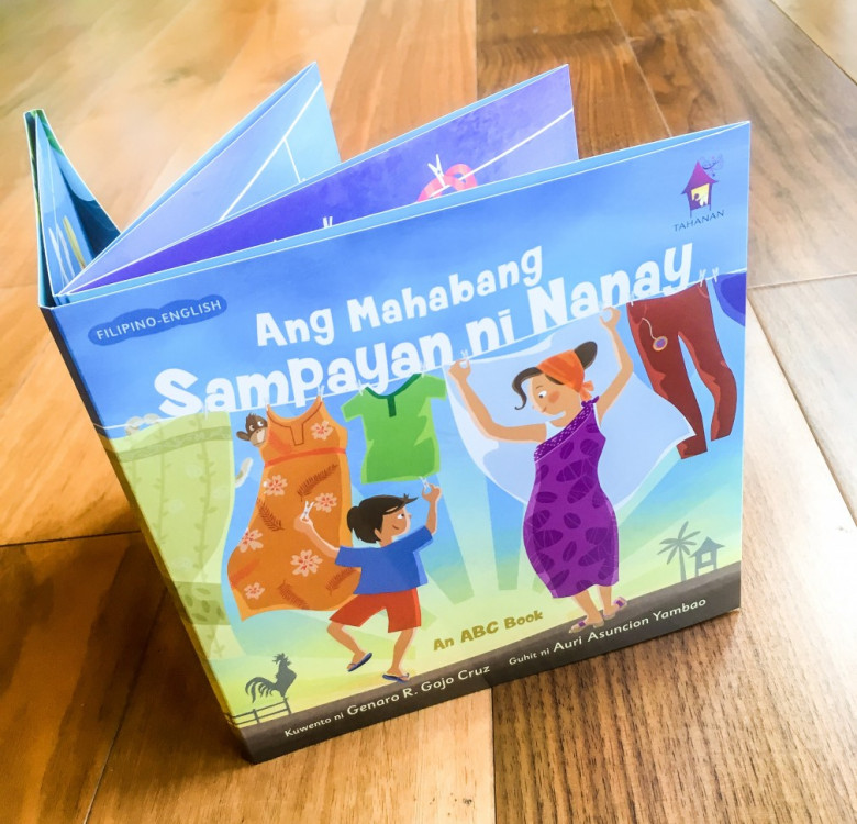 Ang Mahabang Sampayan ni Nanay (Accordion Book)