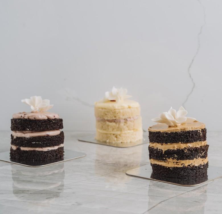Guest Favors: Bijou Cake