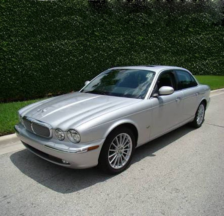 Bridal Car Service: Jaguar XJ8