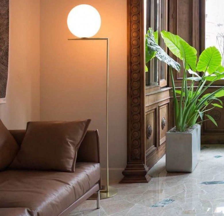 Salvi Frosted Glass Floor Lamp