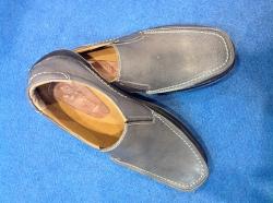 Sepatu Santai Pria Biru Gelap (khusus grosir)
